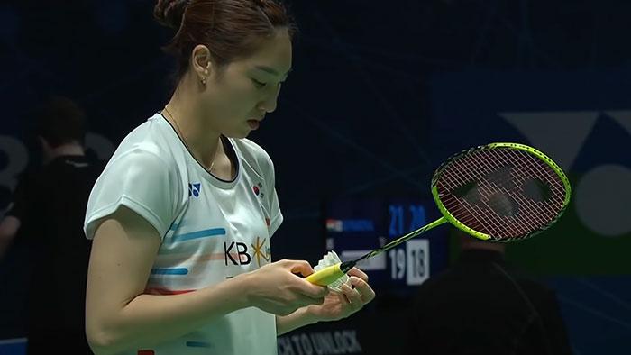 Sung Ji Hyun using a Yonex Nanoray Z speed in 2019